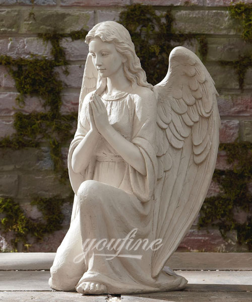 Knzzling angel statue for garden